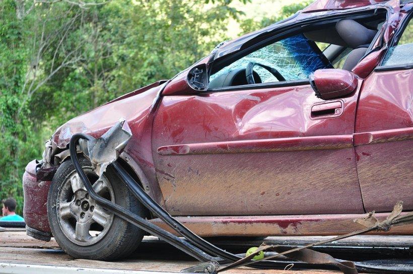 Accident grav în Brașov, între un TIR și trei autoturisme. Patru oameni au fost răniți