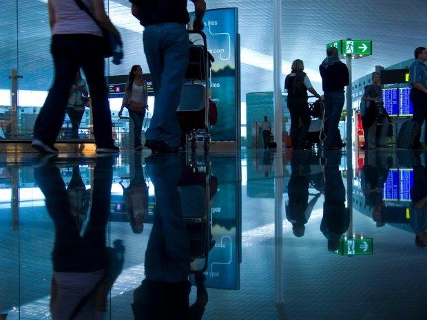 Aeroportul londonez Stansted a fost evacuat, după descoperirea unui pachet suspect