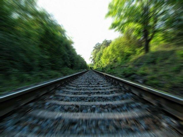 Detalii șocante după autopsia tinerei care s-a aruncat în fața trenului împreună cu copiii săi