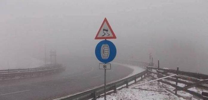 Orașul din România în care a nins azi-noapte! Stratul de zăpadă este de cinci centimetri