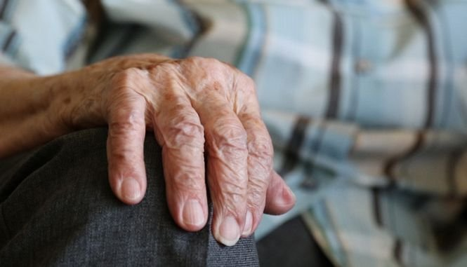 Pedeapsa primită de un bărbat care şi-a violat soacra în vârstă de 80 de ani