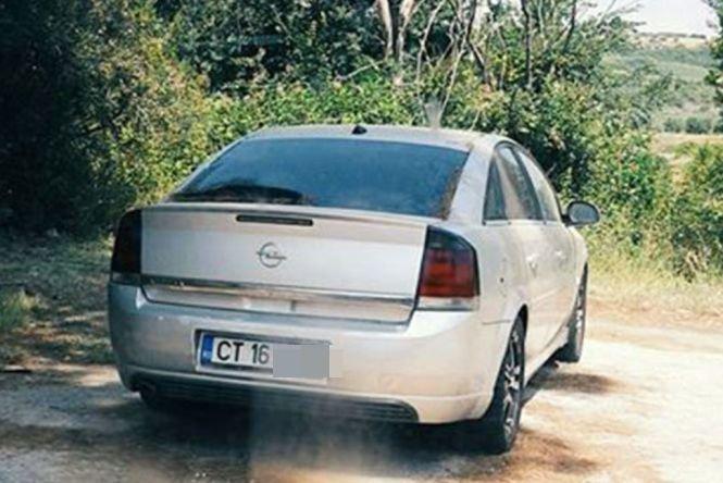 Era în concediu în Grecia şi zilnic a trecut pe lângă maşina asta cu numere de Constanţa! S-a apropiat, a apăsat pe mânerul portierei şi a avut un şoc