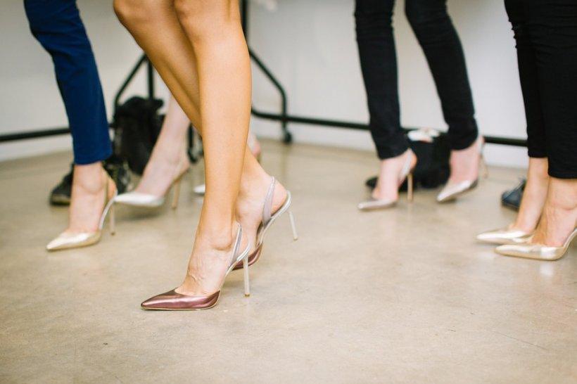 Greșeala pe care o fac femeile atunci când poartă pantofi cu toc