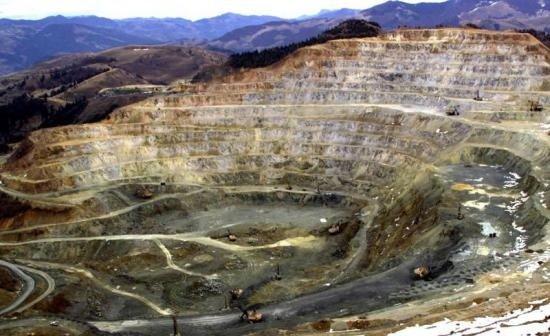 Cât câștigă șefii proiectului minier Roșia Montană, aflat în litigiu. Salariile CEO-ului și directorului comercial Gabriel Resources au fost majorate anul acesta