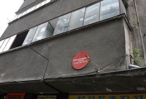 Cum au devenit clădirile cu bulină roşie din Bucureşti o adevărată afacere