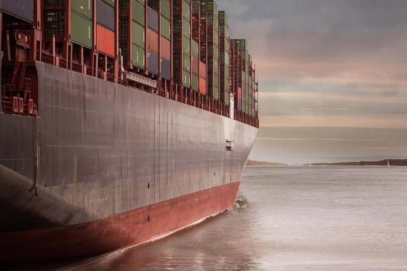 Incident grav în Marea Neagră. O navă de transport marfă s-a rupt în două!