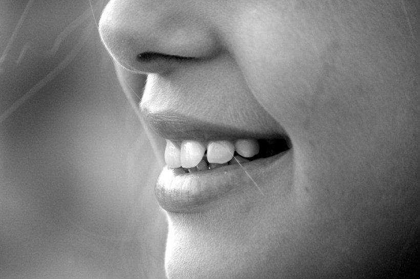 """Un medic stomatolog trage un semnal de alarmă: Aceasta este combinația """"fatală"""" care poate duce la cancer oral"""