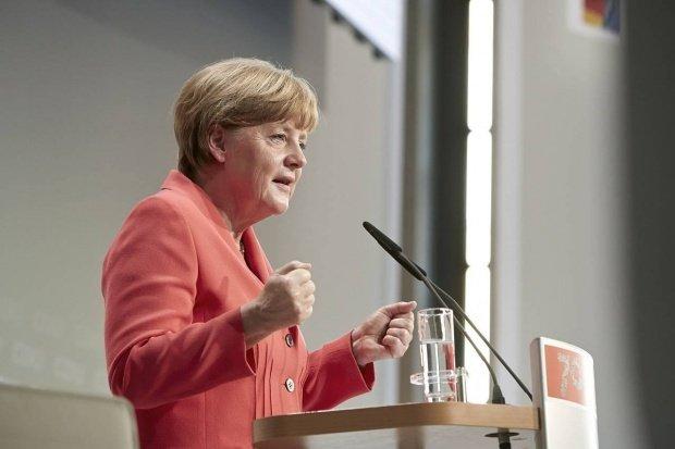 Angela Merkel: Europa nu şi-a făcut încă temele în privinţa situaţiei refugiaţilor