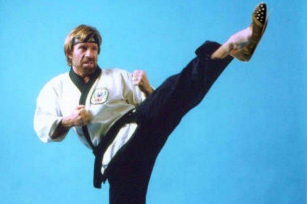 Chuck Norris a fost la un pas de moarte. Ce a pățit actorul