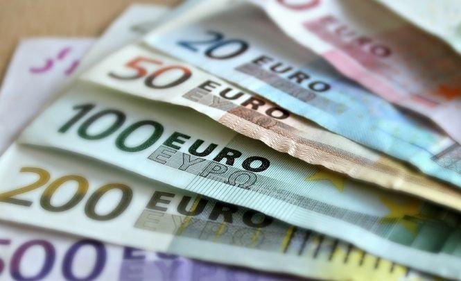 Italia introduce venitul minim garantat. Ce valoare are