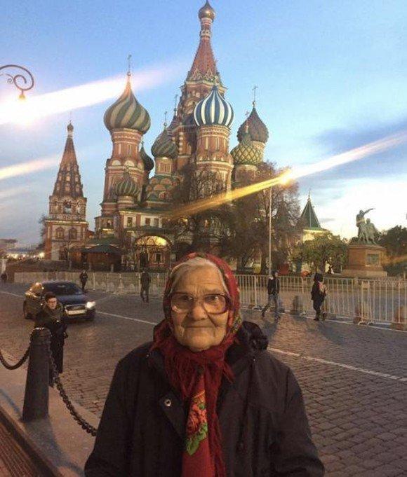 La 90 de ani, călătorește în toată lumea doar din banii de pensie