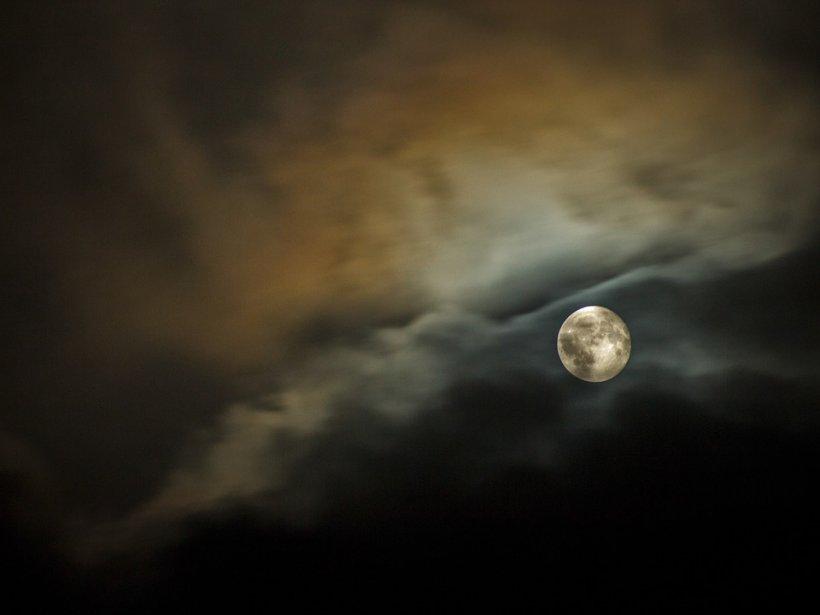 Luna plină din septembrie vine cu schimbări majore: cum sunt afectate zodiile