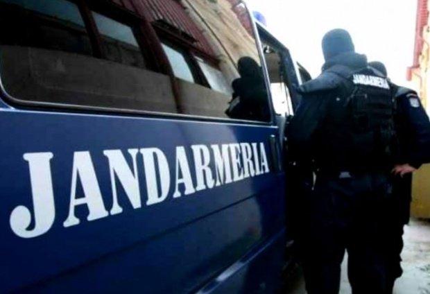 Gestul impresionat al unor jandarmi din Arad. Au vrut să le dea amendă, dar i-au salvat din sărăcie