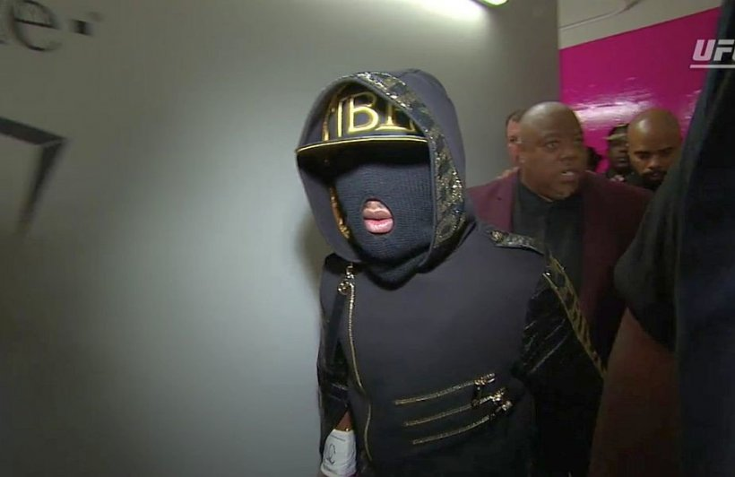 Motivul pentru care Mayweather a purtat mască la intrarea în ring, înainte de meciul cu McGregor