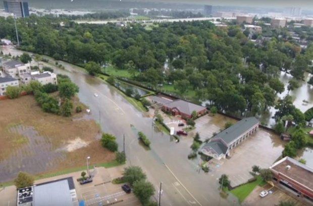 Patru mexicani, blocaţi într-o brutărie din cauza uraganului Harvey. Ce au decis să facă
