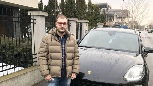 Șoferul care a luat un poliţist pe capotă, trimis în judecată pentru tentativă de omor. Ce spune mama tânărului