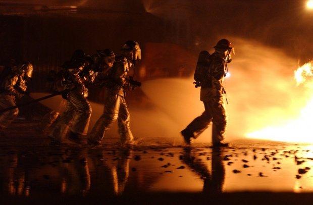 Stare de urgenta în Los Angeles. Cel puțin 2.000 de hectare de pădure şi vegetaţie au fost mistuite de foc