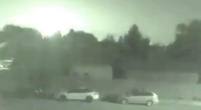 """O """"minge de foc"""" a traversat cerul şi a îngrozit oamenii din vestul Canadei. Imaginile filmate de un localnic - VIDEO"""