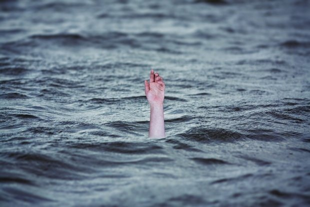 Tragedie pe litoral. Un medic bucureștean a murit înecat, sub ochii familiei
