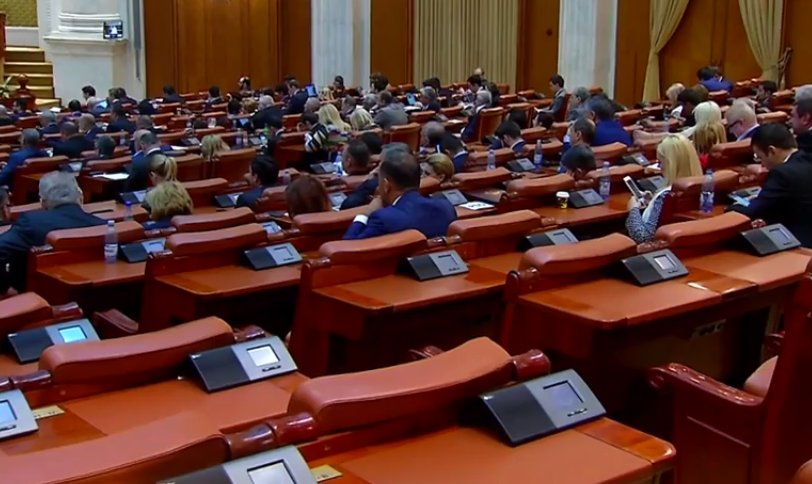 Parlamentarii vor să-și înghețe pensiile speciale