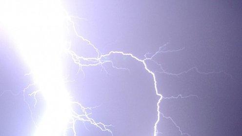 Furtuna a făcut primele victime în Vaslui. Un bărbat a murit, iar o femeie este în stare gravă, după ce au fost loviţi de fulgere