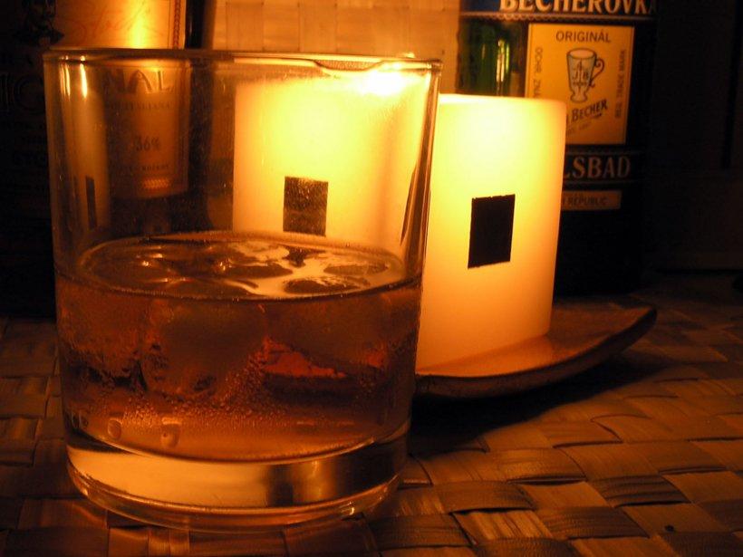 Motivul adevărat pentru care trebuie să pui mereu gheață în whisky