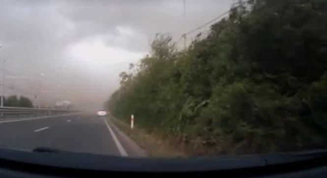 Momentul când poarta de la intrarea în Timișoara s-a prăbușit pe mașina tânărului medic. Imagini cu puternic impact emoțional - VIDEO