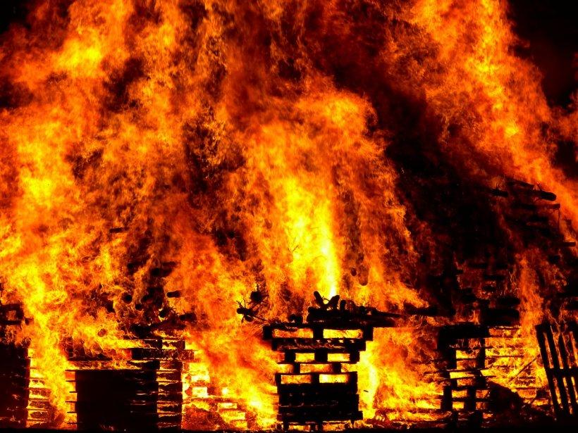 Incendiu de proporții la o fabrică de artificii din India. Sunt zeci de victime