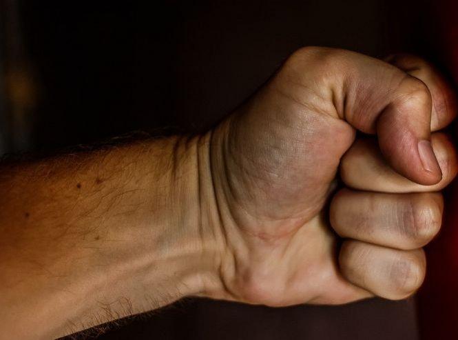 Nou incident într-un studio de televiziune! Un jurnalist susține că a fost ameninţat cu bătaia pentru că a criticat DNA