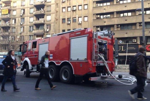 Incendiu în București. Un bărbat a murit