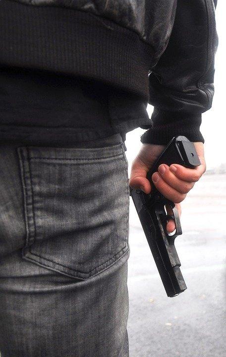 Alertă în Mare Britanie. Poliţia caută un bărbat ce ar fi pătruns înarmat într-o creşă din Liverpool