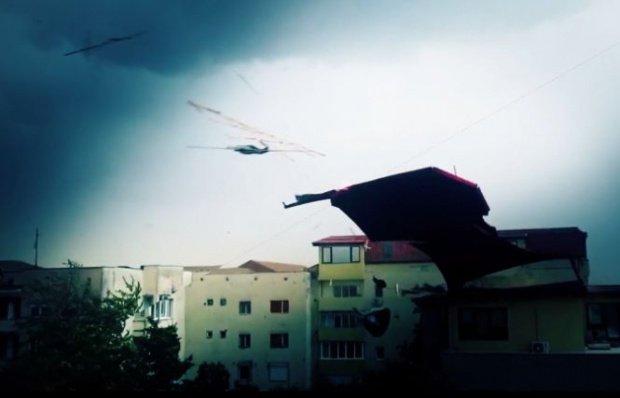 Un inginer explică de ce zboară acoperişurile românilor la furtuni