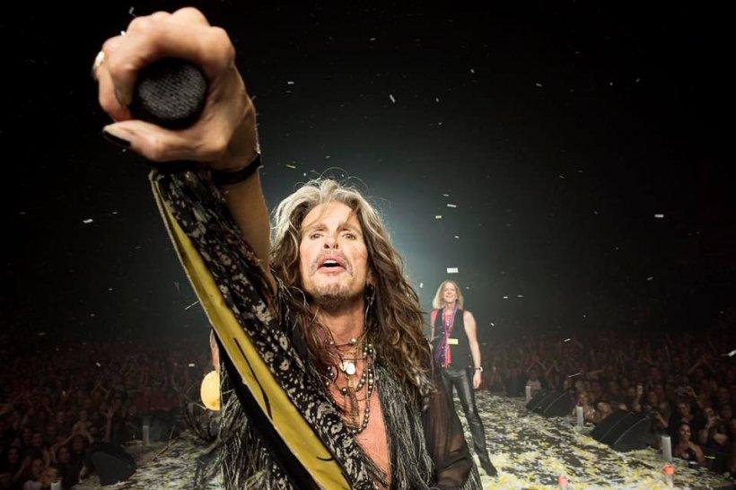 Veste tristă pentru fanii Aerosmith. Solistul Steven Tyler are probleme de sănătate