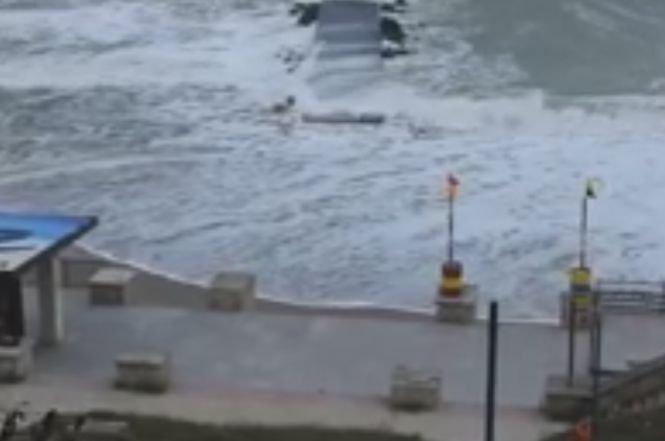 Imagini dramatice pe litoral. Plaja a dispărut - VIDEO