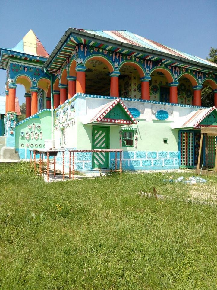 O casă dintr-o comună vâlceană este unică în lume. De ce arată așa și cine este proprietarul 16