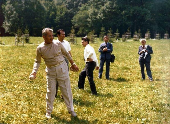 Cum se distra Ion Iliescu alături de Nicolae şi Elena Ceauşescu, în 1976. Imagini de arhivă pe care le-ar fi vrut uitate - Galerie FOTO