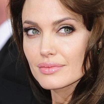 Angelina Jolie, o nouă relație după divorțul de Brad Pitt
