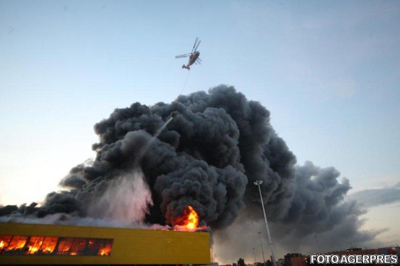 Alertă lângă Moscova! Un incendiu uriaș a cuprins o piață extrem de aglomerată. Mii de oameni au fost evacuați