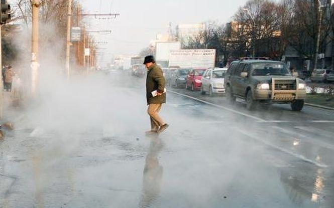 O conductă RADET s-a spart lângă Gara de Nord din Capitală. Străzile au fost inundate cu apă fiartă
