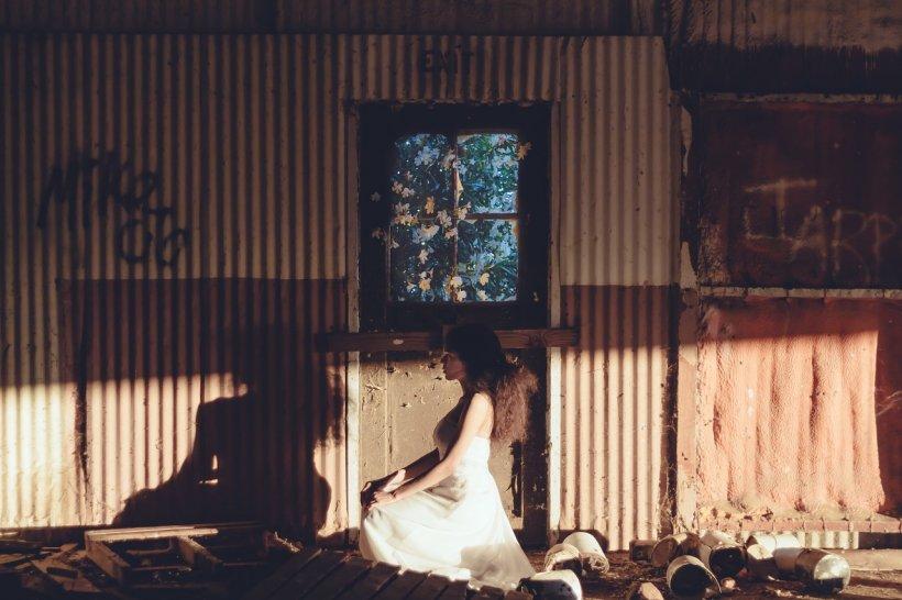 Facea dragoste cu sotia in noaptea nuntii! Cavalerul de onoare a intrat cu camera de filmat peste ei si….