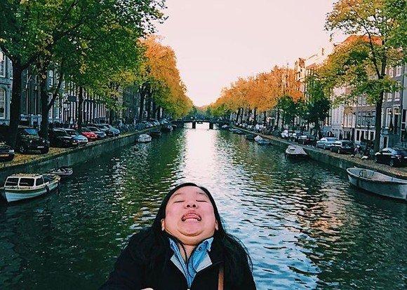 A renunțat la selfie-uri perfecte! Tânăra carea cucerit o lume întreagă cu pozele ei - FOTO