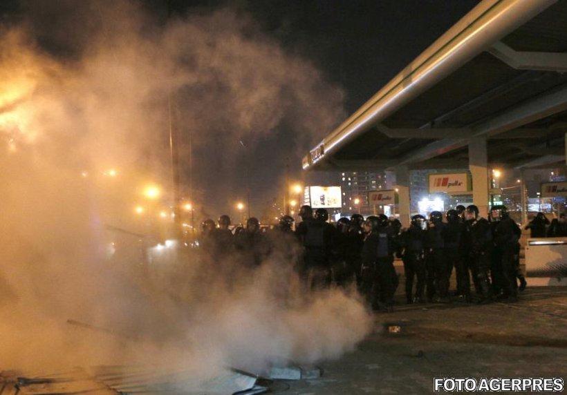 Ciocniri violente între mai mulţi protestatari şi poliţie, în cadrul unui protest în Kiev