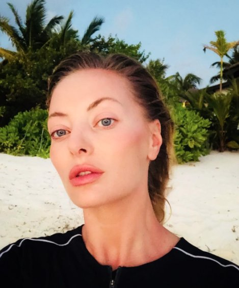 Delia, imagini spectaculoase! Cum arată vedeta în costum de baie în Maldive