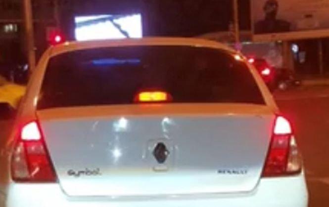 Mircea Badea: În fața mea, la stop, la ora unu noaptea era mașina asta. Când mă uit la numărul de înmatriculare...
