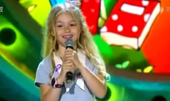 """Ea este românca de șapte ani care a cucerit China cu vocea sa: """"Vreau să mă ştie toţi chinezii"""" - VIDEO"""