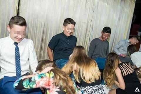Scene șocante la Balul Bobocilor de la Cluj! Elevii au mimat o partidă de sex oral în grup, sub privirile profesorilor