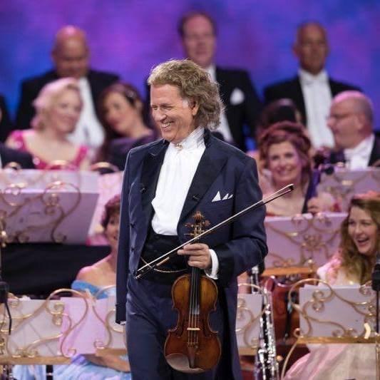 Celebrul violonist André Rieu, amendă uriașă pentru că s-ar fi folosit de copiii români în concerte. Artistul contestă decizia autorităților-VIDEO