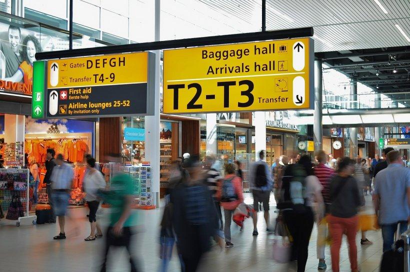 180 de turişti români, blocaţi de mai bine de nouă ore pe un aeroport din Egipt