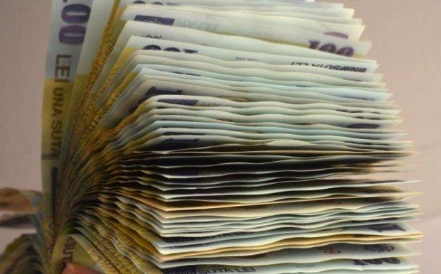 Peste 100.000 de români au de primit bani de la stat. Te afli printre ei?