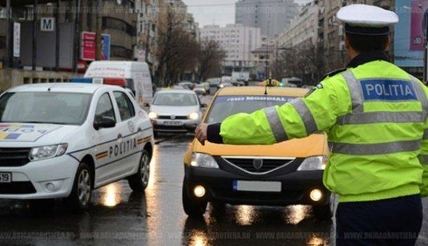 Un bărbat a fost oprit în trafic pentru control în zona Pieţei Presei Libere din București. Ce au găsit poliţiştii asupra lui